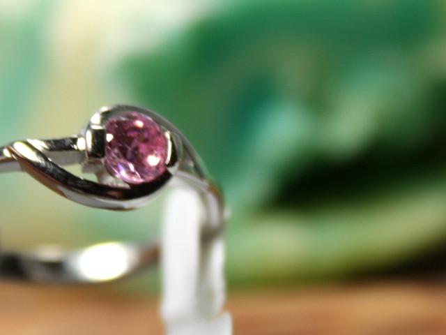 Silberring mit rosa Steinbesatz