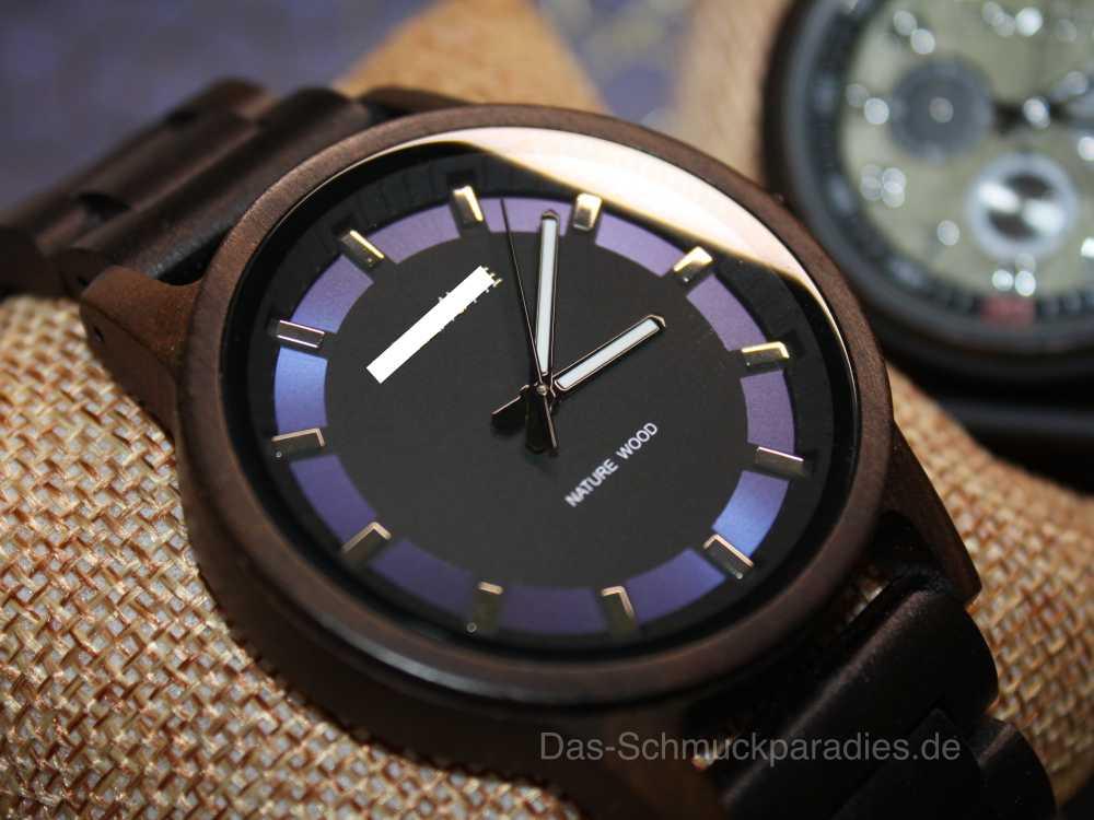 Herren Armbanduhr aus Holz mit blauen Elementen